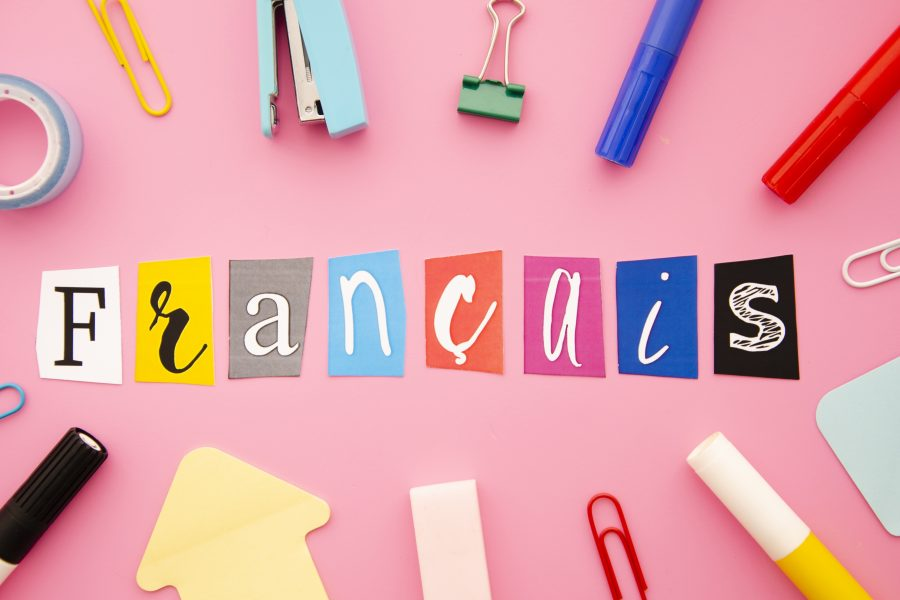 Francais lettering pink background